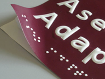 Vinilo impreso a color con altorrelieve y braille